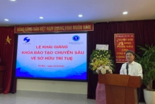 Opening an intensive training course on IP in Hanoi